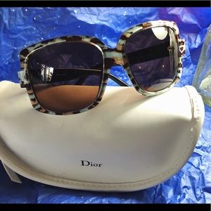 Ladies Dior sunglasses 🌸